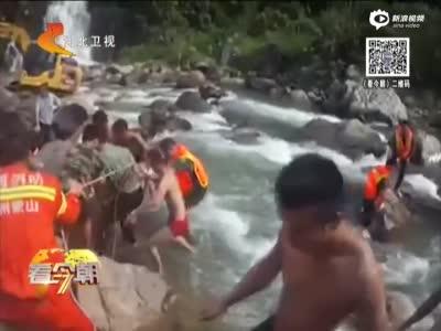 广西男孩湍急水流野泳 脚卡石缝八人救援