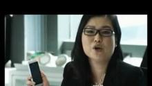 """北京时间8月25日,今天在一场覆盖诺基亚官方网站、新浪微博、人人网、开心网和优酷网的全社交网络发布会上,诺基亚N8在中国网友的共同参与下以线上直播的创新方式正式发布。    诺基亚大中国、韩国及日本区高级副总裁梁玉媚女士致欢迎辞。    以下为发言全文:    各位《对话诺基亚》的读者大家好,我是梁玉媚,平时大家叫我Chris。我负责诺基亚大中国,韩国和日本市场的销售业务,今天很高兴能和大家在博客上直接交流。    今天对诺基亚中国来说,是一个非常特别的日子。我们的诺基亚 N8将以全社交网络发布会的方式在中国隆重发布。这是我们第一个在微博平台上举行的产品新闻发布会(超链接网址),也是中国的第一次全社交网络产品发布会。众多的诺米,媒体朋友、行业意见领袖、分析师、营销专家、明星以及网络达人,可以通过《对话诺基亚》博客、新浪微博、人人网、开心网、优酷网和百度贴吧(以上渠道的超链接网址),和我们直接沟通关于N8的方方面面的问题。这是一场以您为中心的,人人都可以参加和发表意见的发布会。    为诺基亚N8,这一款我们疼爱有加的产品选择在中国的社交网络亮相,一方面,是因为社交网络浪潮已经席卷我们所有人,我们终于可以在网络上与你们每一个人直接沟通和对话。另一方面,也是因为诺基亚 N8 有着与生俱来的""""社交网络气质""""。N8不但是我们全球第一款Symbian^3智能平台手机终端,更是对诺基亚以往产品、服务及使用感受的整合与提升。再加上对于上网浏览,邮件,互连视频,音乐,导航等核心互联网应用的关注和体验提升,都让我对N8能够博得诺米们的喜爱充满信心。    这几天总有人拿我开玩笑,说我成了诺基亚 N8 的超级粉丝。因为我总是忍不住想向所有人展示它、介绍它和推销它。即使在拍摄上面这部短片的间隙,也不忘向我们的帅哥摄影师演示,美女化妆师推介……这决不仅仅是因为我的本职工作是管理市场和销售,更是因为诺基亚N8的确有这样的魔力令我全身心投入。    在这里,我也还是忍不住要向所有朋友们再次推荐N8超强的影音体验。用N8拍摄出来的高清照片简直可以与单反相机媲美!而且,它还可以录制720P的高清视频,并可以通过HDMI输出,让你将记录的欢乐时光与家庭成员一起分享。N8还是一个""""杀时间""""的""""利器"""",无论是无聊的等人时间,还是孤独的出差路上,你都可以掏出N8来娱乐一下自己 :)    是的,我也看到有些网友们说无论是N8还是Symbian^3都没有达到大家期望的革新。但我相信,只要你真正上手体验过N8,就会发现这样的说法略失公允。    熟悉我们的朋友都知道,诺基亚的成功和我们硬件的成功是分不开的。然而,手机产业的竞争,硬件早已经不再是全部。从前的诺基亚更多是从硬件的角度去考虑产品的,而从Symbian^3开始,我们已经从硬件加软件的解决方案角度来设计产品。我们思考如何精简手机的功能,按照我们消费者的真正需求进行取舍,让我们的手机能够因人而熠。我们思考如何在用户体验上千锤百炼,所以我们宁愿推迟到现在发售,也要让 N8 能精益求精。    不管是在全球市场还是在中国,我们都是手机行业无可争议的第一。但在高端智能手机市场,我不会避讳说诺基亚已经成为一个挑战者。短短几年中,这个行业发生了天翻地覆的变化,全世界很多最优秀的公司都加入了对高端智能手机市场的争夺,成为了我们有力的竞争对手。但是,反过来说,这个市场也在我们的共同努力之下越做越大。竞争是激烈的,但幸运的是,诺基亚始终拥有一些推动科技前进的核心力量,因为我们坚信:""""科技,以人为本""""。    诺基亚来到中国已经25年了。从25年前开始,我们就一直在为这个信念努力。对我们来说,最重要的绝不仅仅是科技发展的速度和高度,而是人。是人们会如何使用科技,如何改变我们的生活,使每个人所关注的一切事物更加美好。我们最关注的始终是""""人"""",25年来从未更改。因为是每个""""人"""",才使得科技熠熠生辉。    感谢这25年来陪伴我们的每一位使用诺基亚手机终端和服务的消费者,合作伙伴、媒体朋友。是你们和诺基亚一路走来,是你们鼓舞诺基亚不断追求突破和创新,让""""科技,以人为本""""不断有新的内涵,更让科技因人而熠!    我相信科技因你而从此不同。我相信,科技因人而熠。    欢迎大家给我留言探讨。最后,请不要忘记10点钟登录www.nokia.sina.com.cn/n8 来加入我们的微博发布会,你不但有机会抢到发布会的沙发,还有可能被抽中获得一部N8。记住,我们将每小时送出一部N8,全天发布会将送出8部,还有神秘嘉宾出席,赶快加入吧。"""
