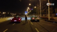 F458 vs LP570-4(来自拍客手机客户端 下载地址:http://video.sina.com.cn/app/sinapaike.html)