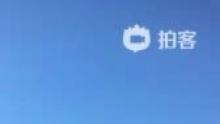 纽约华盛顿广场枕头大战。夹缝中拍摄的20秒!(来自拍客手机客户端 下载地址:http://video.sina.com.cn/app/sinapaike.html)