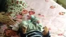 #当当9个月#D295!在外婆床上自己跳舞,躺下,坐起玩![哈哈](来自拍客手机客户端 下载地址:http://video.sina.com.cn/app/sinapaike.html)
