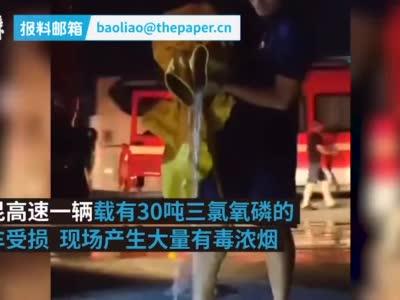 """连续救援10小时后,消防员防化服里倒出""""小瀑布"""""""