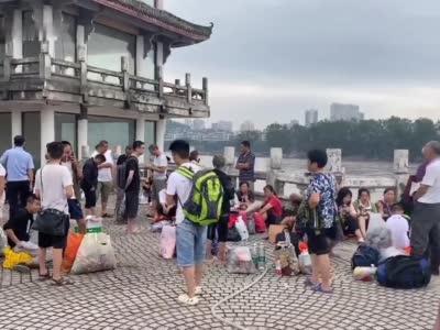 30秒丨四川乐山:凤州岛居民将全部转移 岛上不留人将进行消杀工作