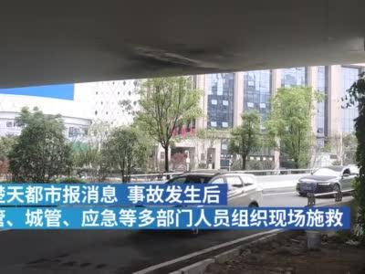 武汉货车卡立交桥一天两夜终脱困,受损桥底露出钢筋