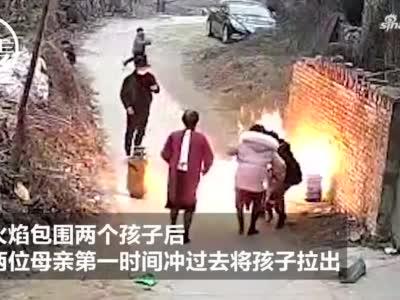 爸爸好奇点燃液化气罐残液 妈妈一秒拉回火中孩子