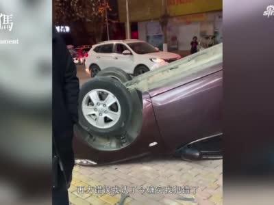 """男子酒后驾车""""起飞""""失败 撞上路边电线翻个底朝天后从车窗钻出"""