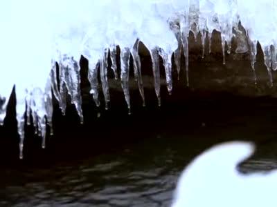 【视频】祁连山下冰化河开春来早