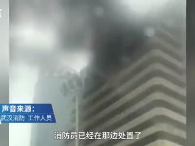 武汉中南大酒店发生火灾消防到场救援,曾因火灾隐患被查封