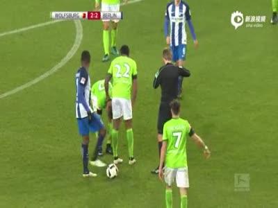 沃尔夫斯堡2-3柏林赫塔 狼堡10人遭逆转